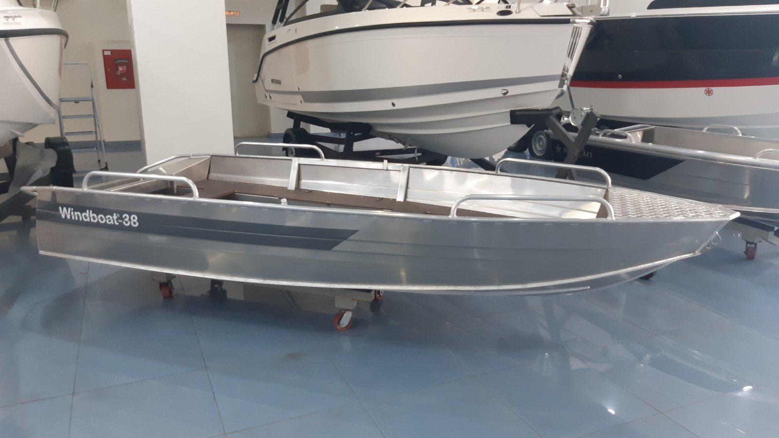 Лодка Windboat 38